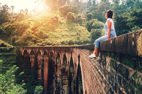 woman-sits-on-the-demodara-nine-arches-bridge-the-most-visited-sight-picture-id947794688