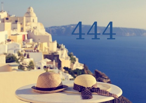 romantic-vacation-in-santorini-picture-id517248815n