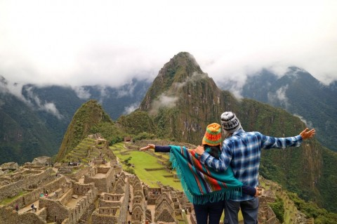 couple-admiring-the-spectacular-view-of-machu-picchu-cusco-region-picture-id984199180