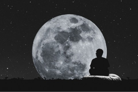 silhouette-a-man-sitting-relaxing-under-full-moon-at-night-picture-id62513019_20181004-132246_1