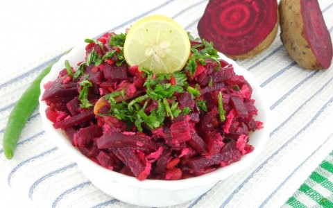beetroot-curry-picture-id528465449