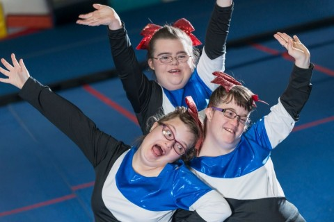 group-of-girls-with-down-syndrome-on-cheerleading-squad-picture-id639844526