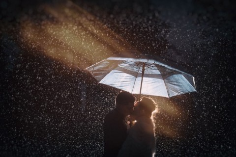 kissing-in-the-rain-picture-id638677636