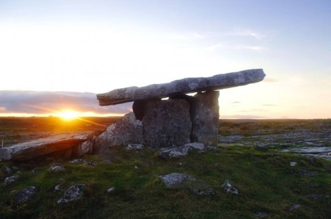 poulnabrone-dolmen-the-burren-county-clare-ireland-picture-id133617331