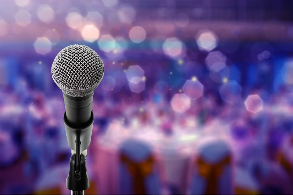 close-up-microphone-on-stage-in-ball-room-picture-id959442818