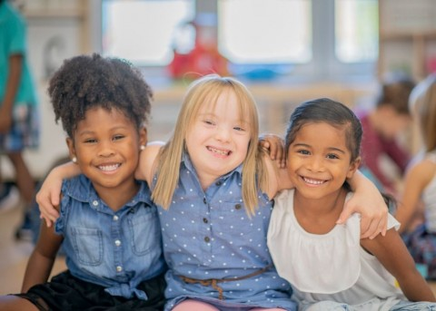 three-diverse-friends-at-kindergarten-picture-id1069720918