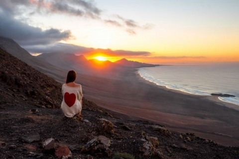 woman-enjoying-beautiful-landscape-on-fuerteventura-island-picture-id513671582