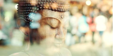 closeup-of-a-buddha-statue-picture-id143174943