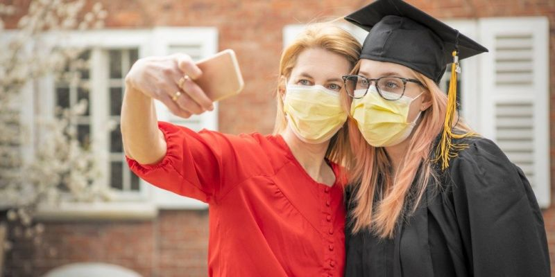 pandemic-grad-mother-and-daughter-selfie-picture-id1219949890