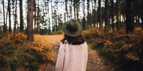 young-woman-with-hat-at-forest-picture-id628517478
