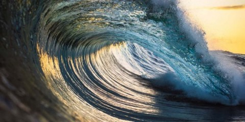 perfect-ocean-wave-picture-id539347011