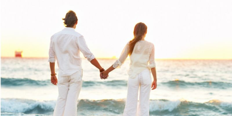 young-couple-walking-on-the-beach-picture-id144337273