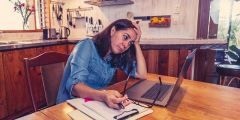 stressed-business-woman-working-from-home-on-laptop-looking-worried-picture-id1226896173