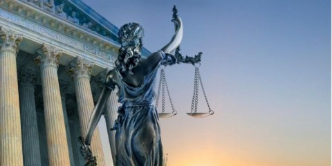 statue-of-lady-justice-and-supreme-court-building-picture-id1140704130