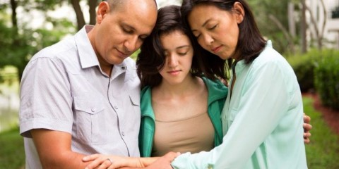 family-praying-picture-id498709225