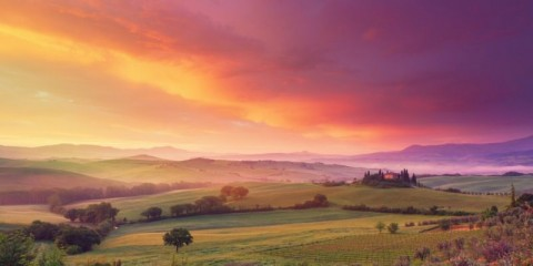 farm-in-tuscany-at-dawn-picture-id181865645