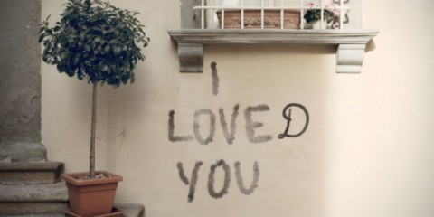 relationships-end-expressed-with-a-graffiti-picture-id1133830784