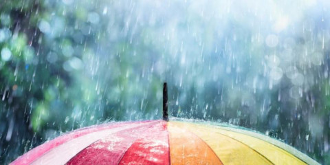 rain-on-rainbow-umbrella-picture-id846986114