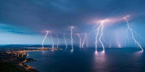 sea-city-lightning-storm