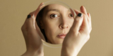 mirror-reflection-of-a-womans-face-studio-shot-picture-id1298959886