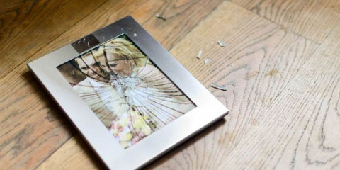 broken-picture-frame-with-married-couple-picture-id188069302